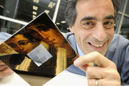 Solar-powered nano-sensors