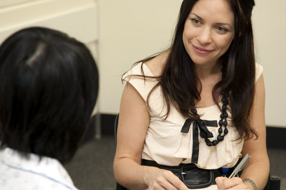 What is the process to become a clinical psychologist?