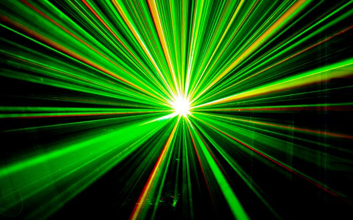 Algorithms and lasers tame chemical reactivity
